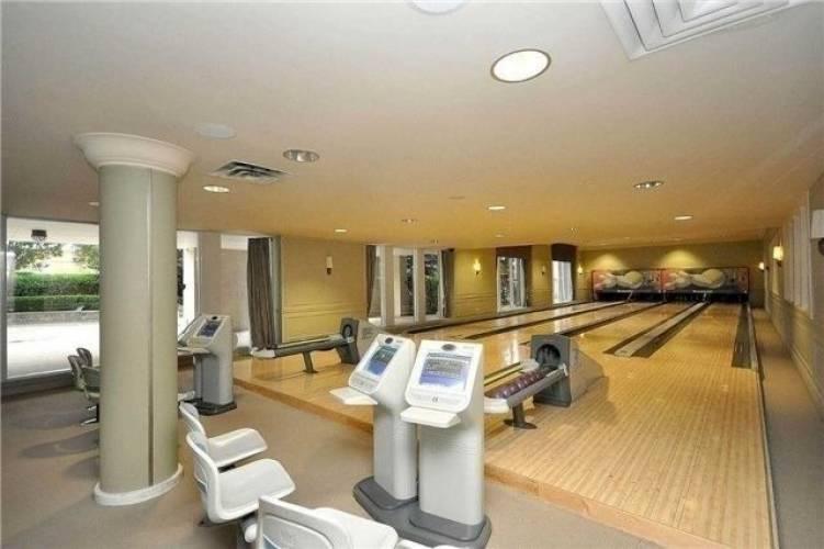 35 Kingsbridge Garden Circ- Mississauga- Ontario L5R3Z5, 2 Bedrooms Bedrooms, 6 Rooms Rooms,2 BathroomsBathrooms,Condo Apt,Sale,Kingsbridge Garden,W4786441