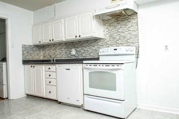 140 Ling Rd- Toronto- Ontario M1E4V9, 3 Bedrooms Bedrooms, 6 Rooms Rooms,1 BathroomBathrooms,Condo Townhouse,Sale,Ling,E4790301