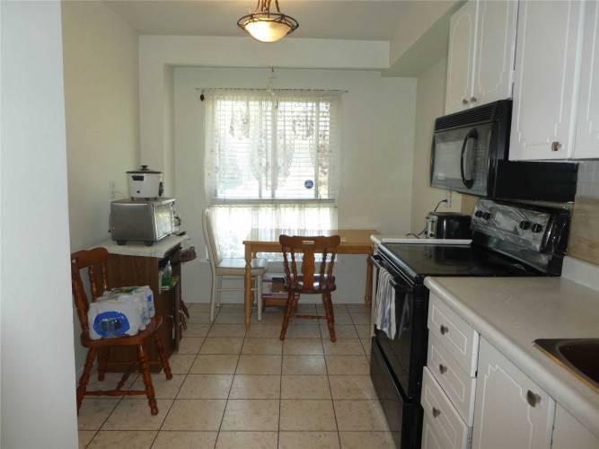 3065 Lenester Dr, Mississauga, Ontario L5C2B8, 3 Bedrooms Bedrooms, 6 Rooms Rooms,2 BathroomsBathrooms,Condo Townhouse,Sale,Lenester,W4791569