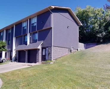 135 Chalmers St, Cambridge, Ontario N1R6M2, 3 Bedrooms Bedrooms, 7 Rooms Rooms,2 BathroomsBathrooms,Condo Townhouse,Sale,Chalmers,X4792575