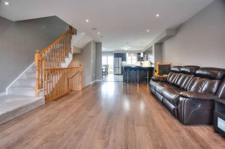 701 Homer Watson Blvd- Kitchener- Ontario N2C0B5, 3 Bedrooms Bedrooms, 8 Rooms Rooms,4 BathroomsBathrooms,Att/row/twnhouse,Sale,Homer Watson,X4794466