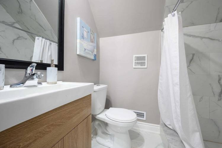 9 Isabel Ave- Hamilton- Ontario L8H 1A8, 3 Bedrooms Bedrooms, 8 Rooms Rooms,3 BathroomsBathrooms,Detached,Sale,Isabel,X4796525