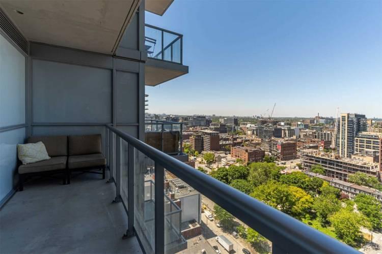 352 Front St, Toronto, Ontario M5V1B5, 3 Rooms Rooms,1 BathroomBathrooms,Condo Apt,Sale,Front,C4796675