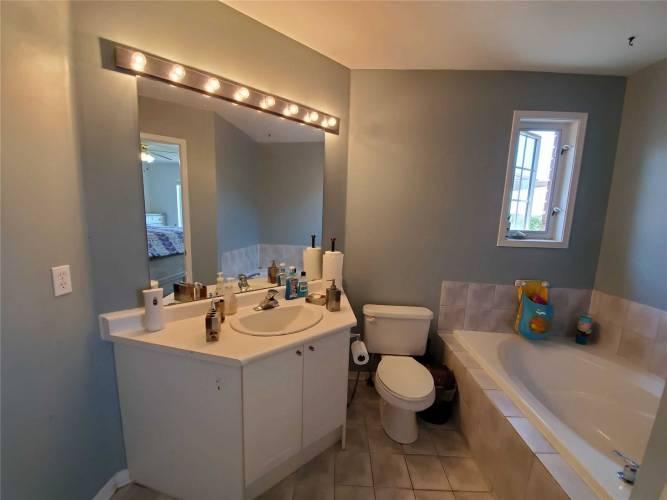 148 Millcliff Cir Circ- Aurora- Ontario L4G 7N8, 3 Bedrooms Bedrooms, 7 Rooms Rooms,5 BathroomsBathrooms,Semi-detached,Sale,Millcliff Cir,N4800645
