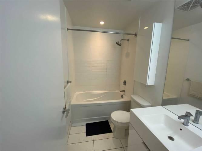 21 Iceboat Terr, Toronto, Ontario M5V4A9, 2 Rooms Rooms,1 BathroomBathrooms,Condo Apt,Sale,Iceboat,C4798291