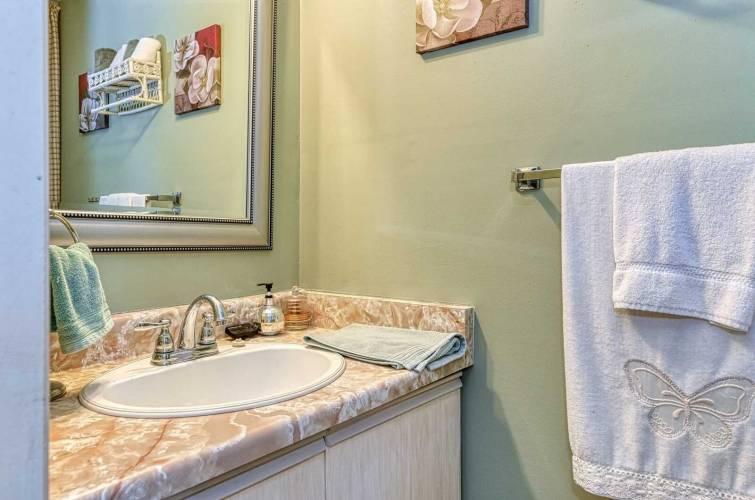 2575 Parmeer Dr- Mississauga- Ontario L5C2Y3, 3 Bedrooms Bedrooms, 6 Rooms Rooms,2 BathroomsBathrooms,Condo Townhouse,Sale,Parmeer,W4799956