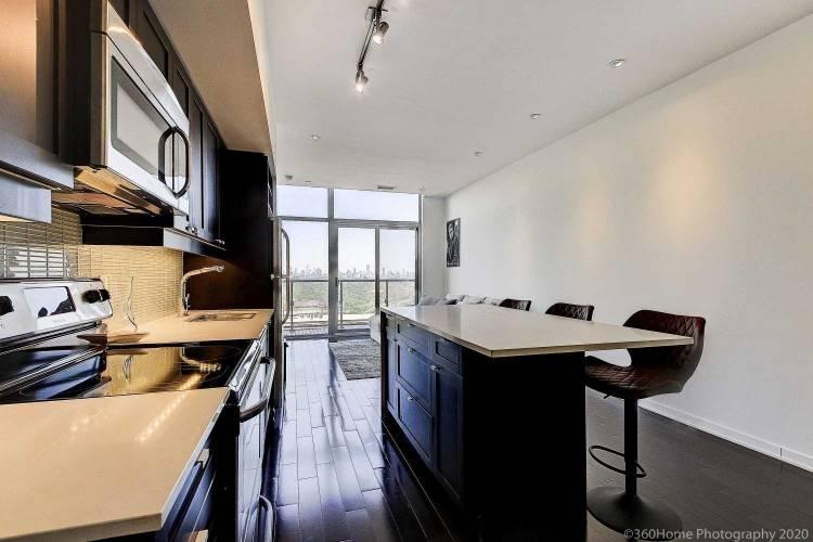 105 The Queensway Ave- Toronto- Ontario M6S 5B5, 1 Bedroom Bedrooms, 5 Rooms Rooms,1 BathroomBathrooms,Comm Element Condo,Sale,The Queensway,W4797694
