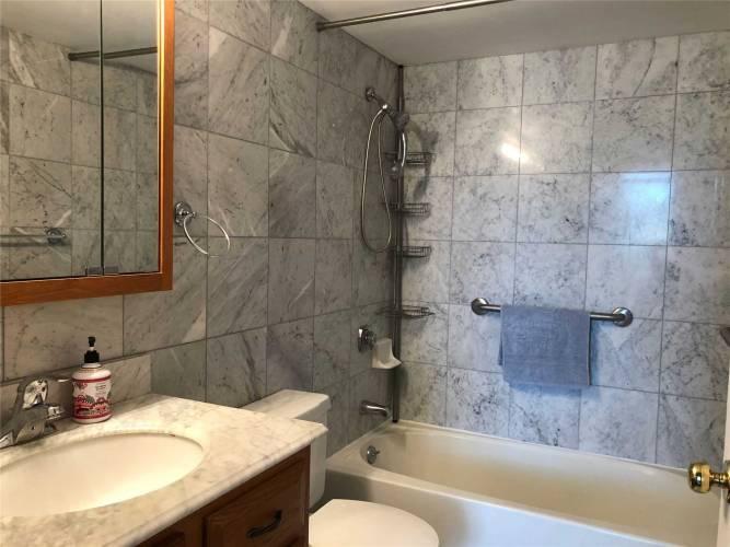 2100 John St, Markham, Ontario L3T6M6, 3 Bedrooms Bedrooms, 6 Rooms Rooms,2 BathroomsBathrooms,Condo Apt,Sale,John,N4801845