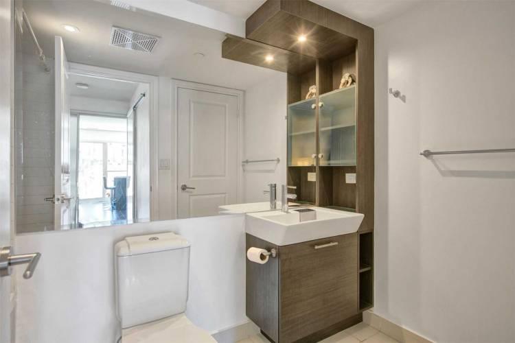386 Yonge St- Toronto- Ontario M5B0A5, 1 Bedroom Bedrooms, 5 Rooms Rooms,1 BathroomBathrooms,Condo Apt,Sale,Yonge,C4802125