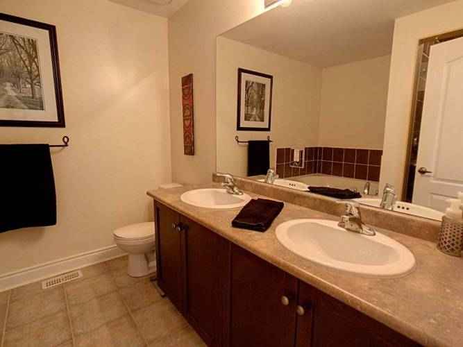 17 Starboard Circ, Wasaga Beach, Ontario L9Z0E9, 4 Bedrooms Bedrooms, 7 Rooms Rooms,3 BathroomsBathrooms,Detached,Sale,Starboard,S4802238