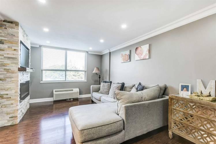 2825 Islington Ave, Toronto, Ontario M9L2K1, 3 Bedrooms Bedrooms, 7 Rooms Rooms,2 BathroomsBathrooms,Condo Apt,Sale,Islington,W4802053
