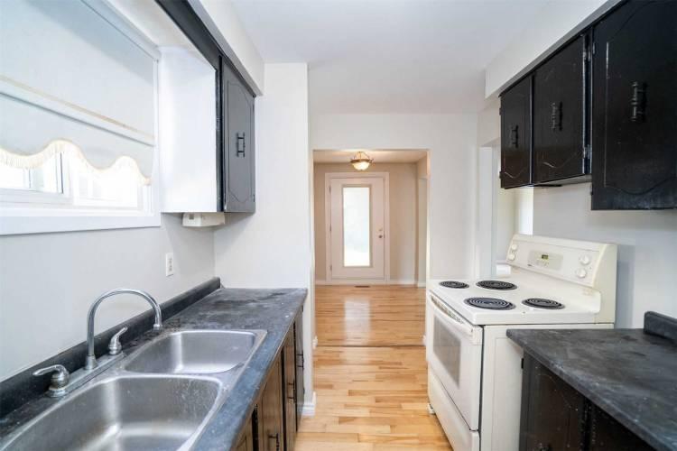 217 Castlebar Cres, Oshawa, Ontario L1J7B3, 3 Bedrooms Bedrooms, 7 Rooms Rooms,2 BathroomsBathrooms,Semi-detached,Sale,Castlebar,E4802953