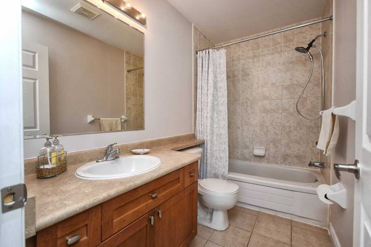 34 Ayers Cres- Toronto- Ontario M1L0C4, 2 Bedrooms Bedrooms, 5 Rooms Rooms,3 BathroomsBathrooms,Att/row/twnhouse,Sale,Ayers,E4803289