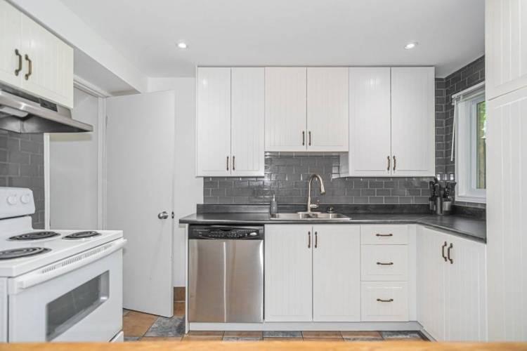 18 Scott Cres- Barrie- Ontario L4N 4W3, 3 Bedrooms Bedrooms, 5 Rooms Rooms,2 BathroomsBathrooms,Semi-detached,Sale,Scott,S4802877
