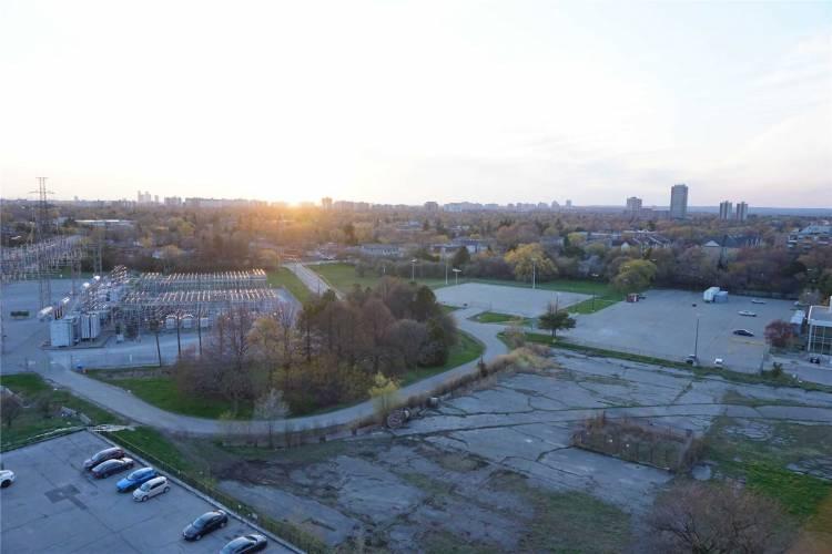 5740 Yonge St- Toronto- Ontario M2M0B1, 2 Bedrooms Bedrooms, 6 Rooms Rooms,2 BathroomsBathrooms,Condo Apt,Sale,Yonge,C4781991