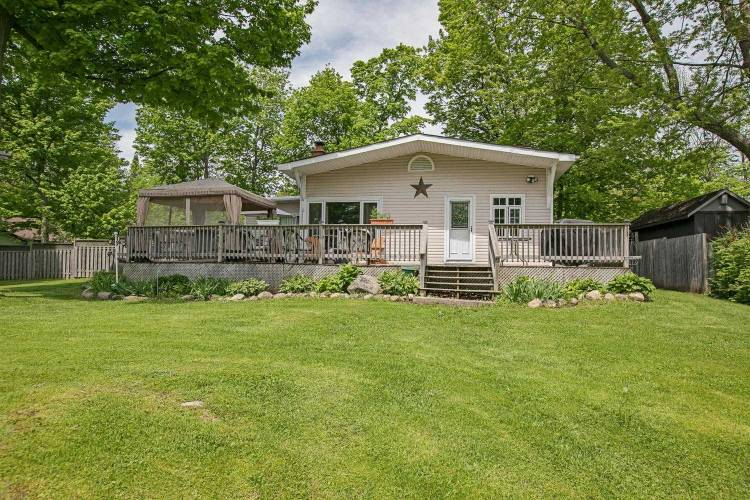 471 Lakeshore Rd, Oro-Medonte, Ontario L0L2E0, 3 Bedrooms Bedrooms, 7 Rooms Rooms,2 BathroomsBathrooms,Detached,Sale,Lakeshore,S4772437