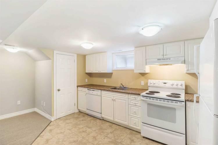 231 Penn Ave- Newmarket- Ontario L3Y2S4, 3 Bedrooms Bedrooms, 6 Rooms Rooms,2 BathroomsBathrooms,Semi-detached,Sale,Penn,N4804792