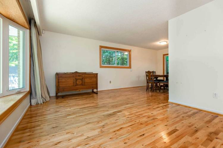 75 Little Lake Dr- Barrie- Ontario L4M4Y8, 2 Bedrooms Bedrooms, 5 Rooms Rooms,2 BathroomsBathrooms,Detached,Sale,Little Lake,S4804083