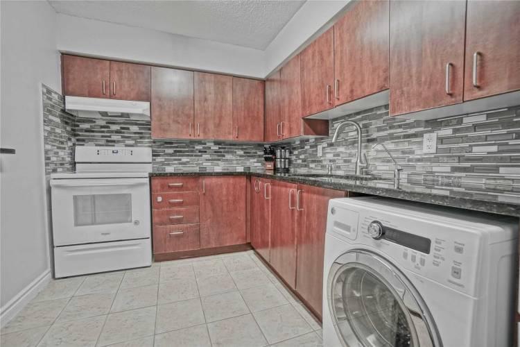 260 Davis Dr, Newmarket, Ontario L3Y7C3, 2 Bedrooms Bedrooms, 5 Rooms Rooms,1 BathroomBathrooms,Condo Apt,Sale,Davis,N4804496