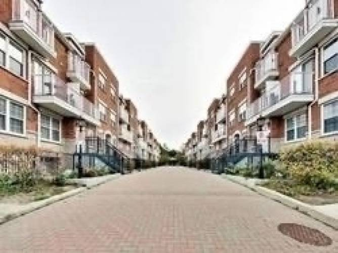 37 Four Winds Dr, Toronto, Ontario M3J1K7, 2 Bedrooms Bedrooms, 5 Rooms Rooms,2 BathroomsBathrooms,Condo Townhouse,Sale,Four Winds,W4805135