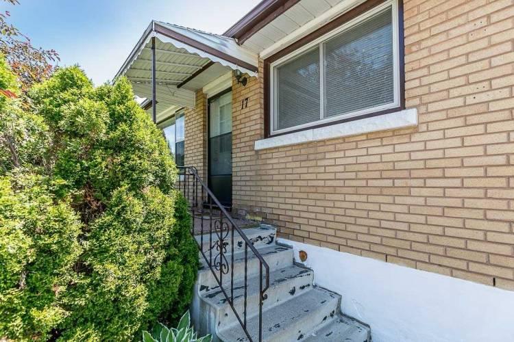 17 Gunn St, Barrie, Ontario L4M2H2, 3 Bedrooms Bedrooms, 6 Rooms Rooms,2 BathroomsBathrooms,Detached,Sale,Gunn,S4805439