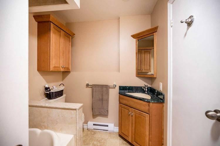 24 Hartsfield Dr- Clarington- Ontario L1E1M5, 1 Bedroom Bedrooms, 4 Rooms Rooms,2 BathroomsBathrooms,Semi-detached,Sale,Hartsfield,E4806435