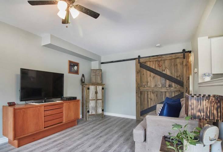 12 Sinden Dr- Whitby- Ontario L1M2B8, 3 Bedrooms Bedrooms, 6 Rooms Rooms,3 BathroomsBathrooms,Att/row/twnhouse,Sale,Sinden,E4806567