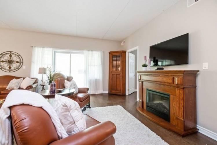 220 Main St- Uxbridge- Ontario L9P 0B6, 2 Bedrooms Bedrooms, 9 Rooms Rooms,2 BathroomsBathrooms,Condo Apt,Sale,Main,N4772710