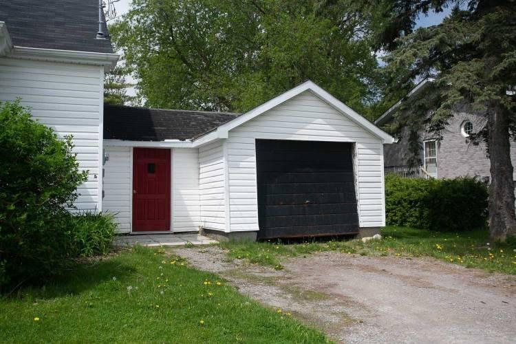 219 Angeline St- Kawartha Lakes- Ontario K9V 4R2, 4 Bedrooms Bedrooms, 7 Rooms Rooms,1 BathroomBathrooms,Detached,Sale,Angeline,X4773186