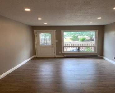 1100 Oxford St- Oshawa- Ontario L1J6G4, 3 Bedrooms Bedrooms, 6 Rooms Rooms,1 BathroomBathrooms,Condo Townhouse,Sale,Oxford,E4807009