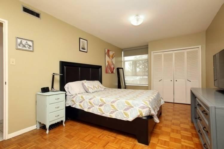 44 Longbourne Dr, Toronto, Ontario M9R2M7, 2 Bedrooms Bedrooms, 5 Rooms Rooms,1 BathroomBathrooms,Condo Apt,Sale,Longbourne,W4807107