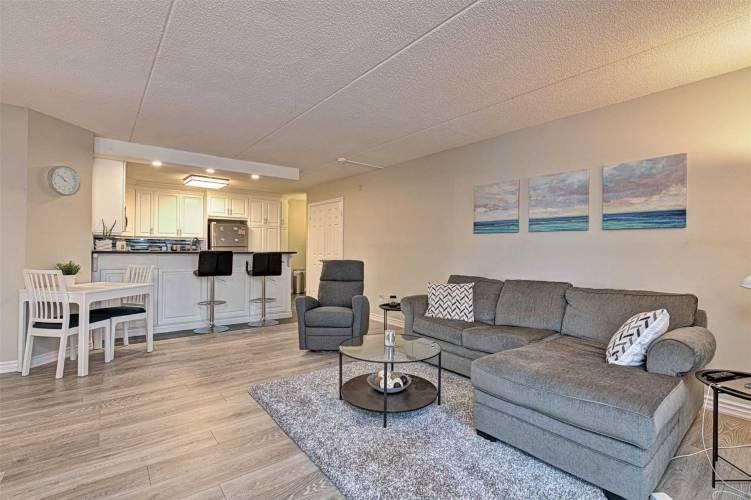 2040 Cleaver Ave, Burlington, Ontario L7M4C4, 2 Bedrooms Bedrooms, 4 Rooms Rooms,1 BathroomBathrooms,Condo Apt,Sale,Cleaver,W4807219
