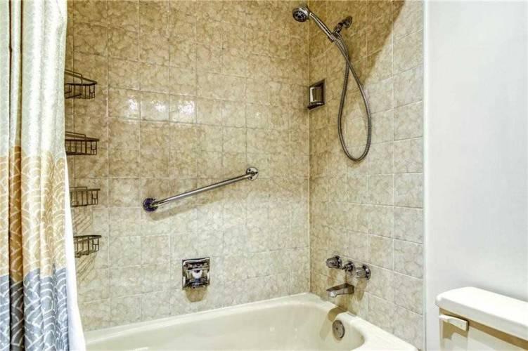 5250 Lakeshore Rd, Burlington, Ontario L7L5L2, 2 Bedrooms Bedrooms, 6 Rooms Rooms,2 BathroomsBathrooms,Condo Apt,Sale,Lakeshore,W4807622