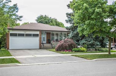 3288 Lonefeather Cres- Mississauga- Ontario L4Y3G5, 4 Bedrooms Bedrooms, 8 Rooms Rooms,3 BathroomsBathrooms,Detached,Sale,Lonefeather,W4808144