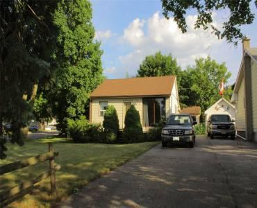 17 Pine St, Ajax, Ontario L1S 1X8, 2 Bedrooms Bedrooms, 6 Rooms Rooms,1 BathroomBathrooms,Detached,Sale,Pine,X4809224