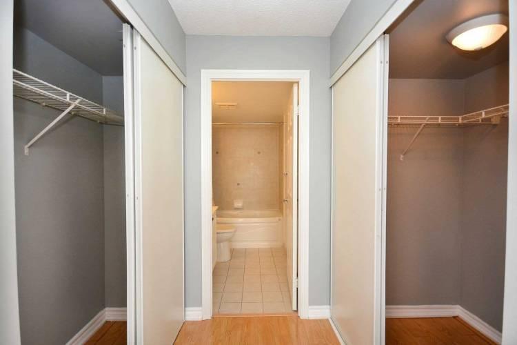 3880 Duke Of York Blvd- Mississauga- Ontario L5B4M7, 2 Bedrooms Bedrooms, 5 Rooms Rooms,2 BathroomsBathrooms,Condo Apt,Sale,Duke Of York,W4808996
