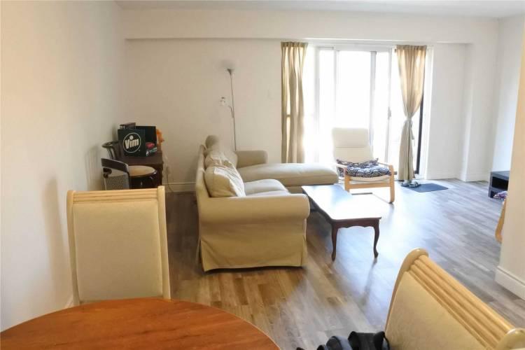 Toronto, Ontario, 3 Bedrooms Bedrooms, 6 Rooms Rooms,2 BathroomsBathrooms,Condo Townhouse,Sale,W4809438
