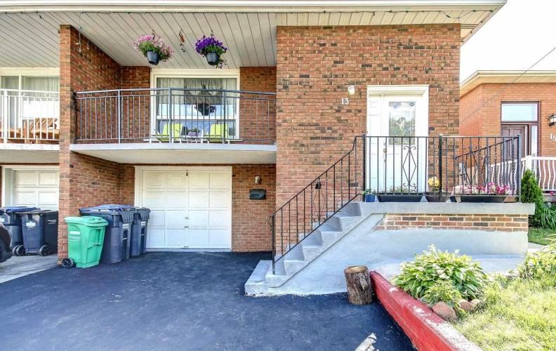 13 Jellicoe Cres- Brampton- Ontario L6S3H7, 4 Bedrooms Bedrooms, 6 Rooms Rooms,2 BathroomsBathrooms,Semi-detached,Sale,Jellicoe,W4809595