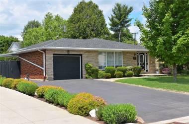 211 Barrymore Crt- Burlington- Ontario L7T1B7, 3 Bedrooms Bedrooms, 8 Rooms Rooms,2 BathroomsBathrooms,Detached,Sale,Barrymore,W4809798