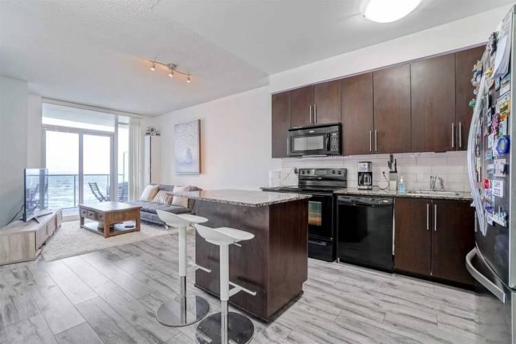 330 Burnhamthrope Rd- Mississauga- Ontario L5B0E1, 1 Bedroom Bedrooms, 5 Rooms Rooms,1 BathroomBathrooms,Condo Apt,Sale,Burnhamthrope,W4809502