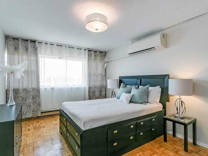 3040 Constitution Blvd- Mississauga- Ontario L4Y3X7, 2 Bedrooms Bedrooms, 5 Rooms Rooms,1 BathroomBathrooms,Condo Townhouse,Sale,Constitution,W4809591