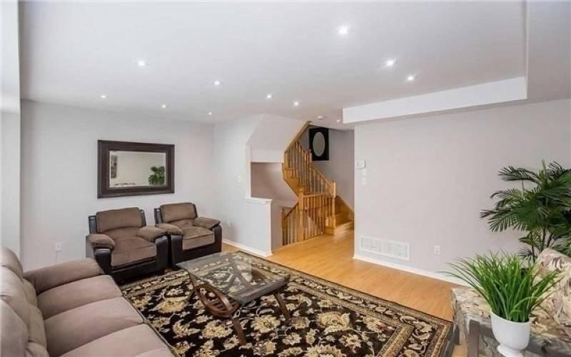 14 Axelrod Ave, Brampton, Ontario L6Y5S8, 3 Bedrooms Bedrooms, 7 Rooms Rooms,3 BathroomsBathrooms,Att/row/twnhouse,Sale,Axelrod,W4810550