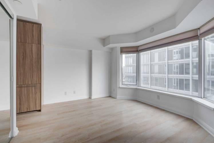 155 Yorkville Ave- Toronto- Ontario M5R1C4, 3 Rooms Rooms,1 BathroomBathrooms,Condo Apt,Sale,Yorkville,C4810303