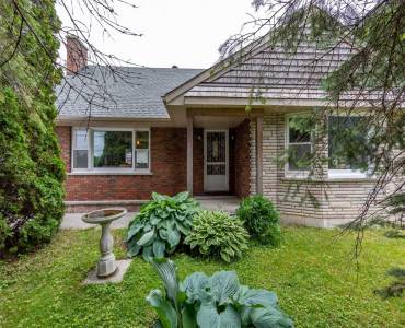 17 Francis St- Kawartha Lakes- Ontario K0M 1N0, 2 Bedrooms Bedrooms, 5 Rooms Rooms,2 BathroomsBathrooms,Detached,Sale,Francis,X4811054
