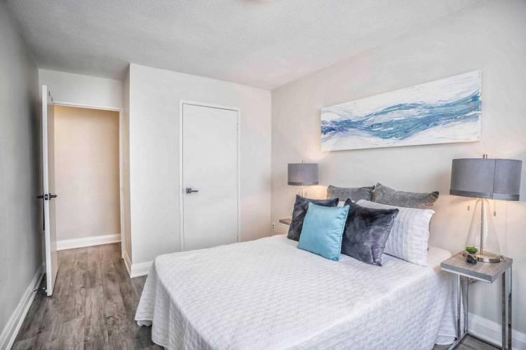 180 Markham Rd- Toronto- Ontario M1M2Z9, 3 Bedrooms Bedrooms, 6 Rooms Rooms,2 BathroomsBathrooms,Condo Apt,Sale,Markham,E4810765