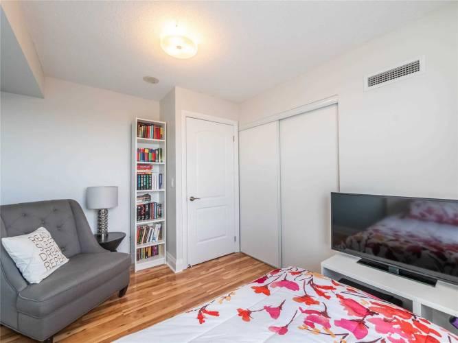 30 North Park Rd- Vaughan- Ontario L4J0G6, 2 Bedrooms Bedrooms, 5 Rooms Rooms,2 BathroomsBathrooms,Condo Apt,Sale,North Park,N4811106
