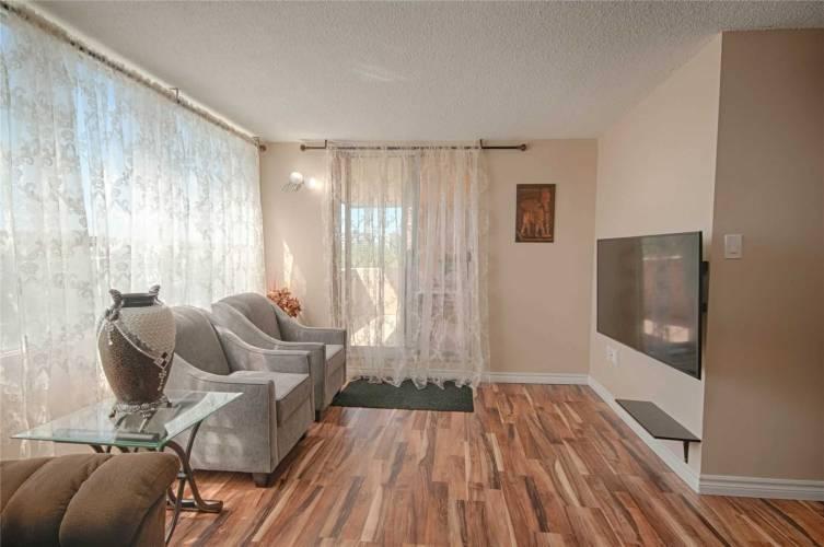 40 Panorama Crt- Toronto- Ontario M9V 4M1, 3 Bedrooms Bedrooms, 6 Rooms Rooms,2 BathroomsBathrooms,Condo Apt,Sale,Panorama,W4770117