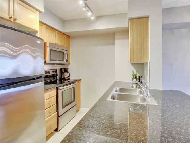 60 Heintzman St- Toronto- Ontario M6P5A1, 1 Bedroom Bedrooms, 4 Rooms Rooms,1 BathroomBathrooms,Condo Apt,Sale,Heintzman,W4811326