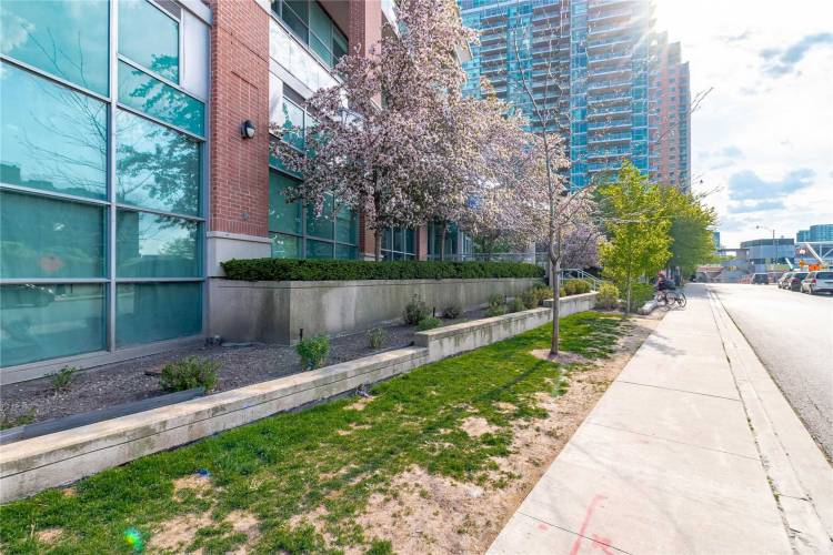 80 Western Battery Rd- Toronto- Ontario M6K3S1, 1 Bedroom Bedrooms, 5 Rooms Rooms,1 BathroomBathrooms,Condo Apt,Sale,Western Battery,C4811985