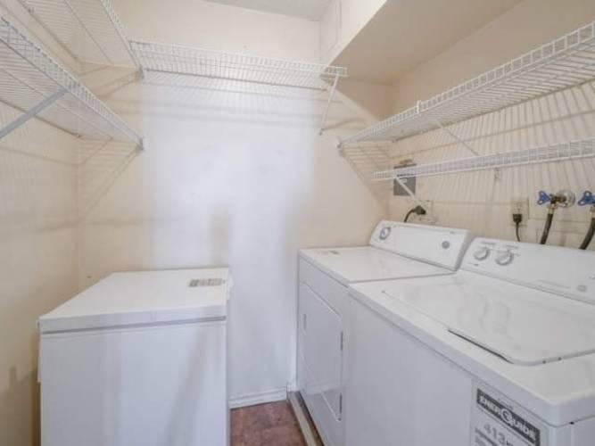 10 Malta Ave- Brampton- Ontario L6Y4G6, 3 Bedrooms Bedrooms, 6 Rooms Rooms,2 BathroomsBathrooms,Condo Apt,Sale,Malta,W4770091